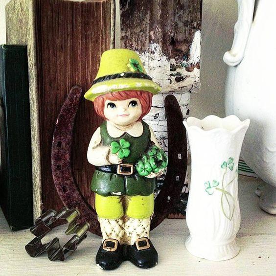 leprechaun vintage horse shoe rusty vignette vintage Ideas for Saint Patrick's day decor green