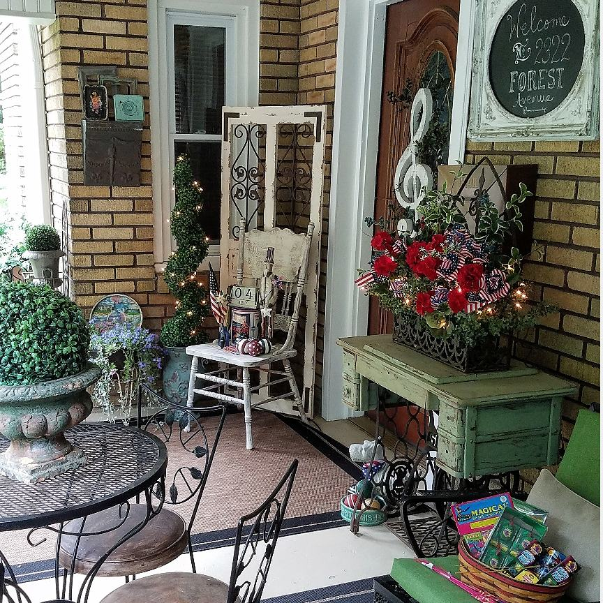 Gorgeous Flea Market Style Patriotic Porch Decor
