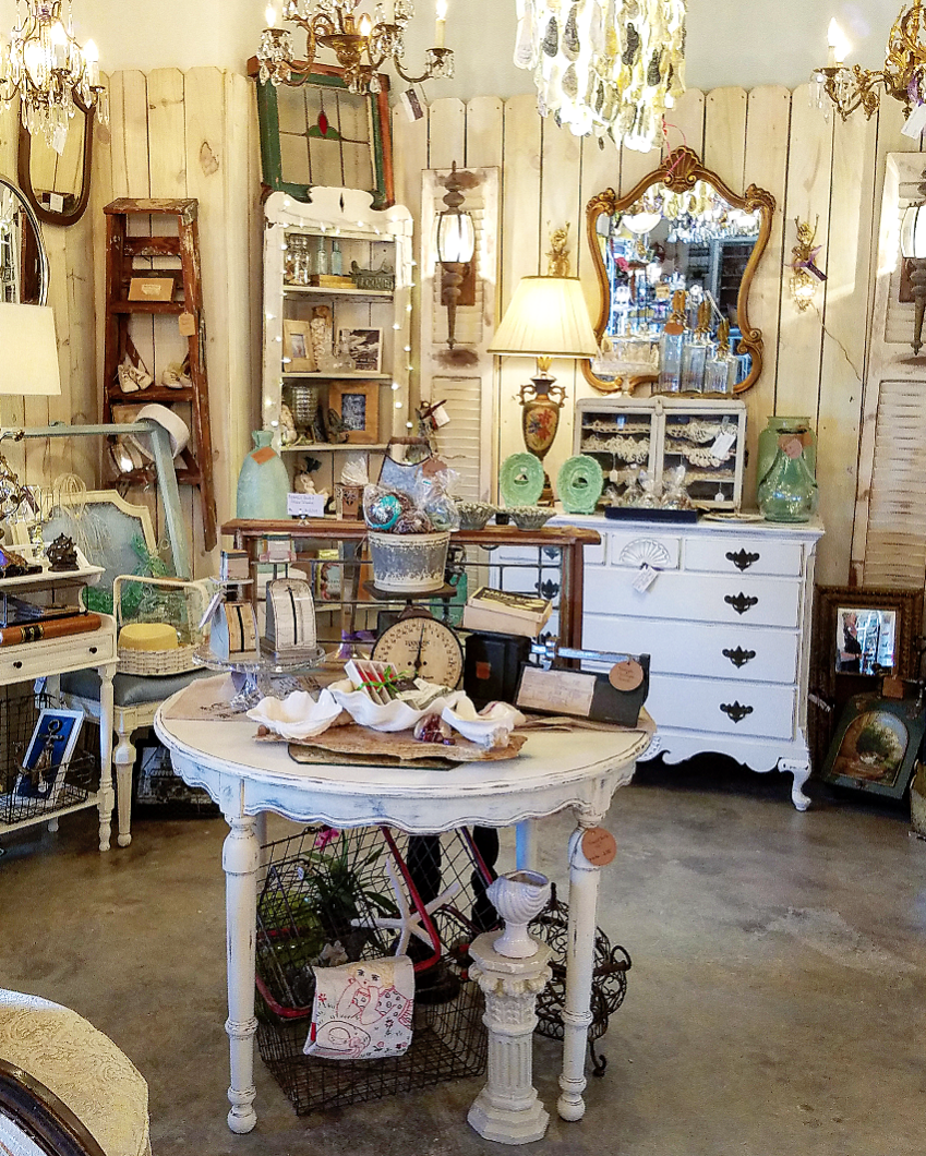 Gorgeous booth display ideas vintage marketplace antiques shop