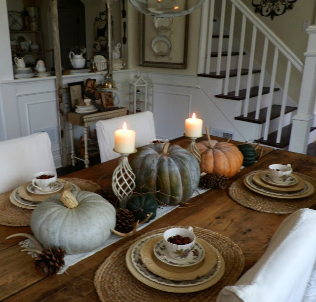 Rustic and natural Thanksgiving tablescape $10 farm table