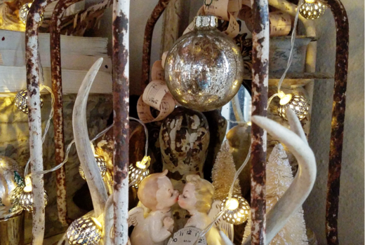 A Quick and Easy Vintage New Year's Eve Vignette using vintage finds