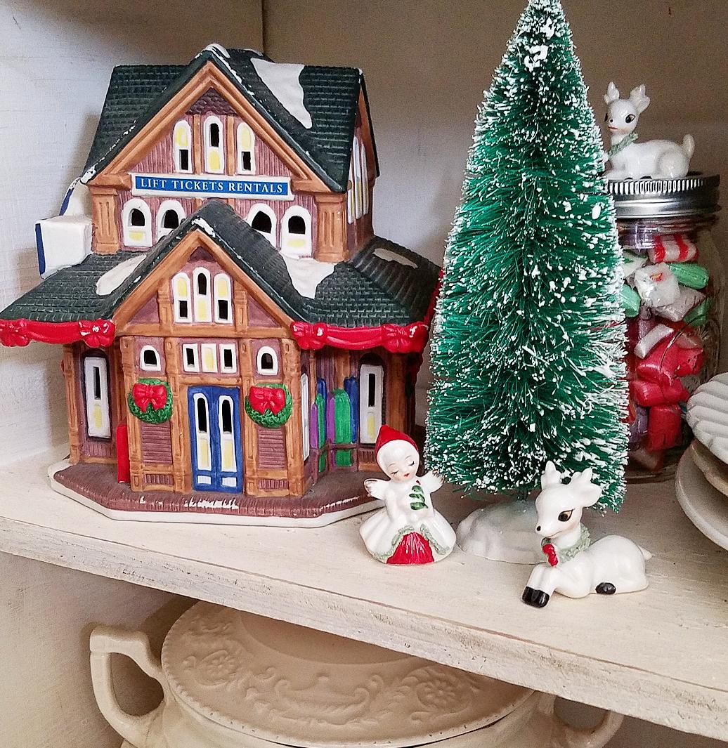 Vintage Christmas Lefton Figures Coca Cola village