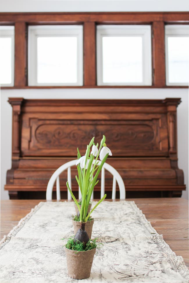 Gorgeous Spring Home Tour Farmhouse Chic spring decor