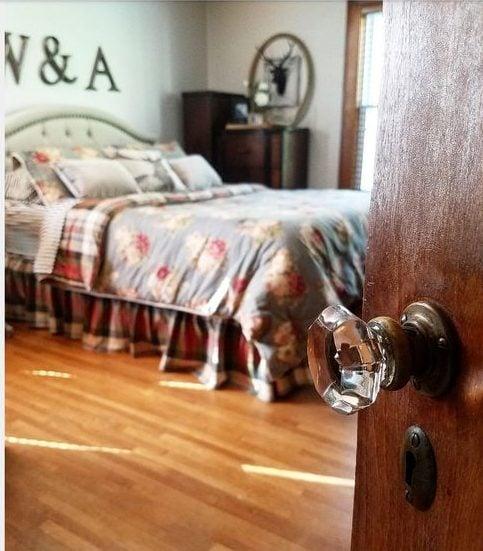 Bedroom tour 1921 Cottage original glass knobs