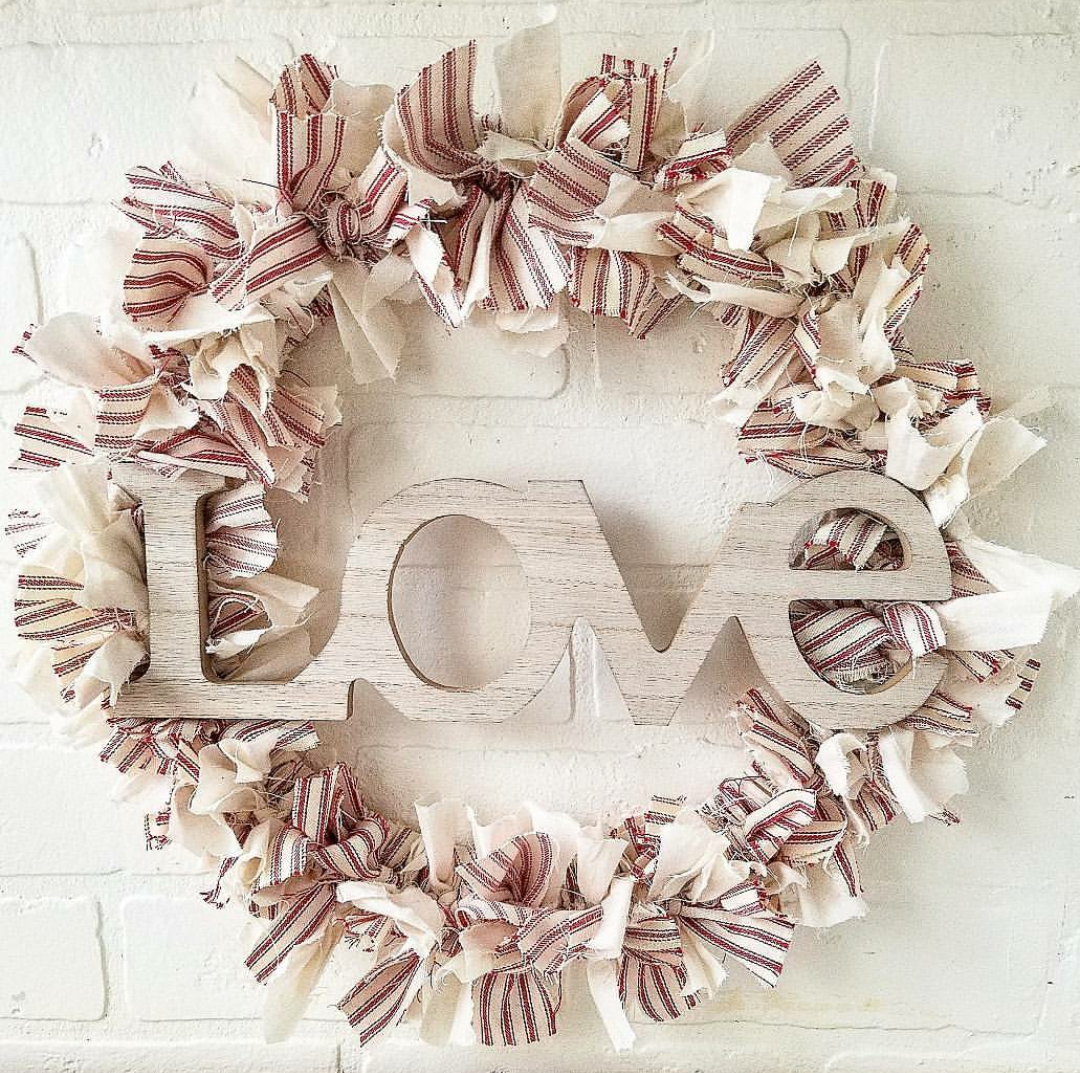 Cute DIY Farmhouse Rag Wreath Valentine's Day Rag Wreath